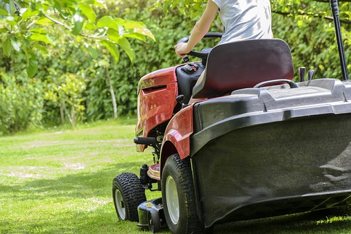 mowing-the-grass-1438159__340